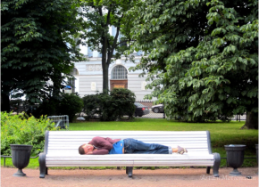 sleeping-nikon-bench-saint-petersburg-photography