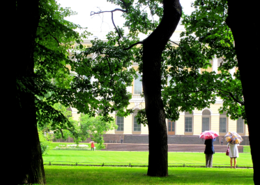 In front of the Hermitage Museum (the biggest collection of arts of the world ) two ladies having a quick chat. The large trees creates a reassuring space inside the everlasting rainy days